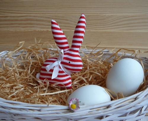 Zajíček bíločervený proužek, bílá mašle