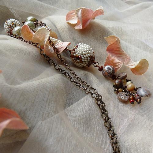 kapučínový náhrdelník