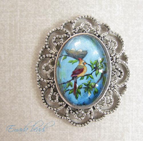 Skleněný přívěšek v lůžku, ptáček s hnízdem