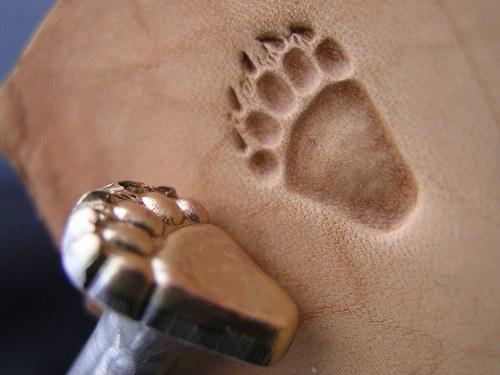 011-02 Grizzly - ZADNÍ medvědí stopa