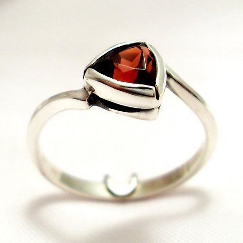 Prsten «Tulipán» - stříbro 925, granát