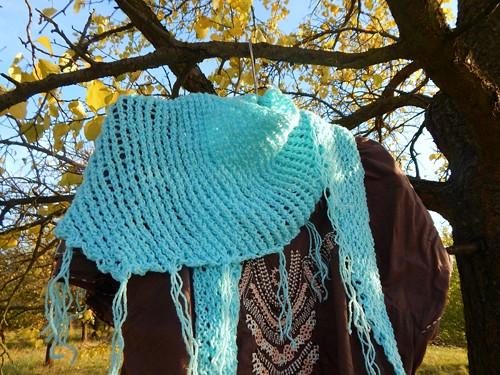 Nebeský očkatý pletený šátek