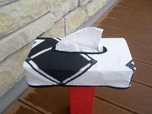 Kabátek na krabičku kapesníků - domino 4