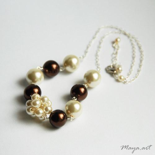 Béžový náhrdelník z voskovek