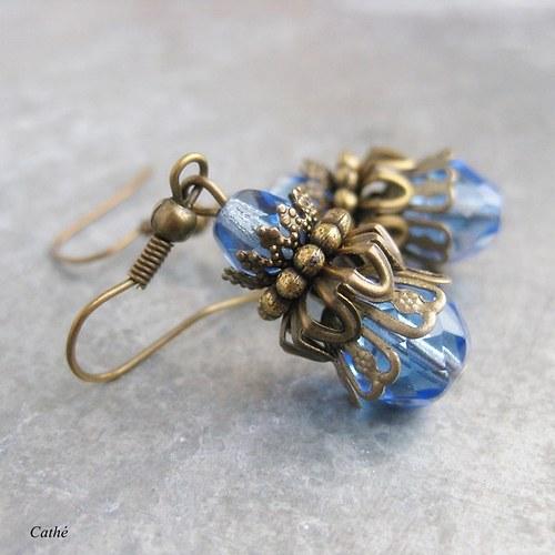 Modrá v bronzové