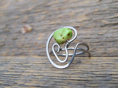 Prstýnek se zeleným kamínkem