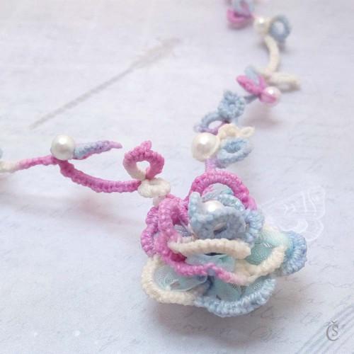 Barevná růže - náhrdelník