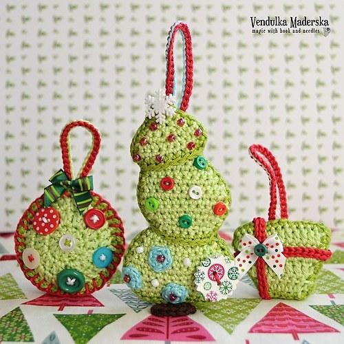 Vánoční strom, baňka, dárek - návod na háčkování