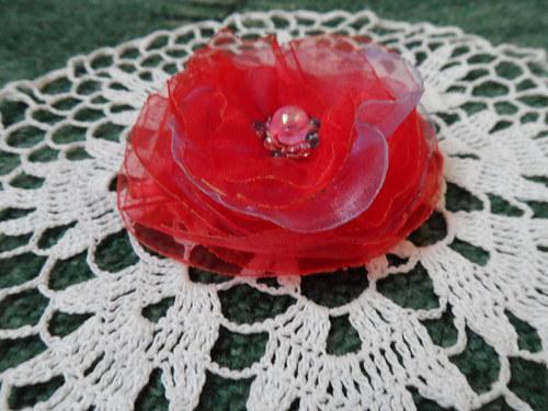 květina s růžovou perlou