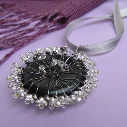 Knoflíková stříbrná kytka
