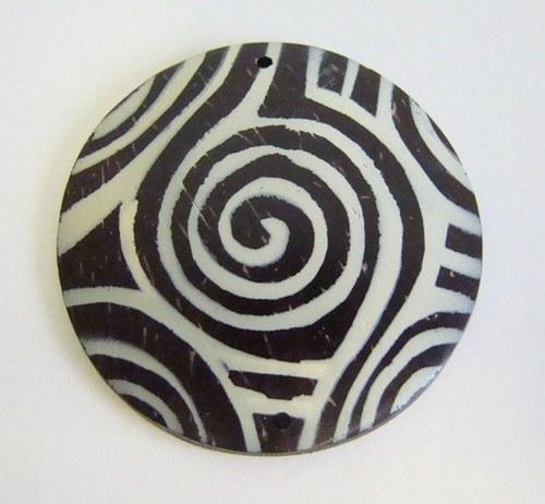 Přívěsek z kokosového dřeva