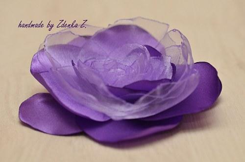 Elegantní fialová brož