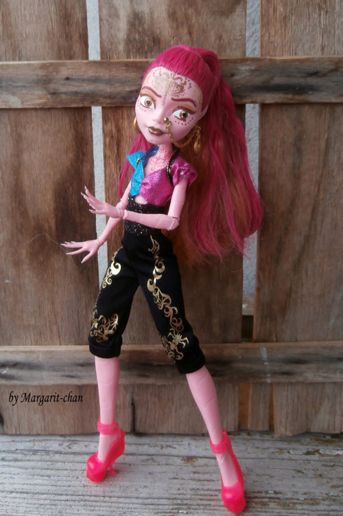"""OOAK Monster High \""""Goldie van de Lamp\"""""""