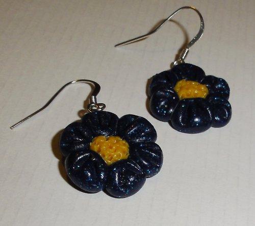 Tmavě modré květinky