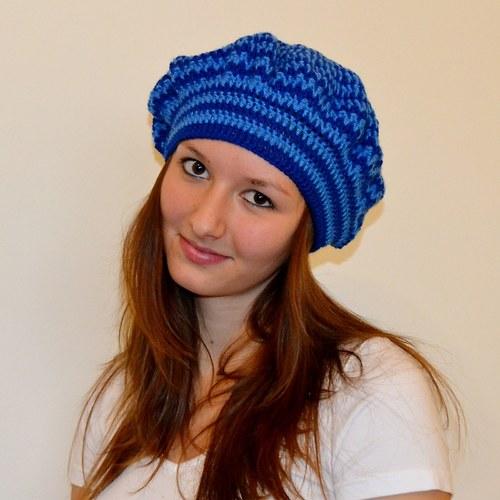 Modrý pruhovaný baret