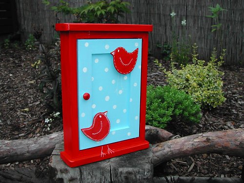 Dřevěná skříňka na klíče ze série PUNTÍK