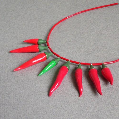 Chilli náhrdelník červený s jednou zelenou