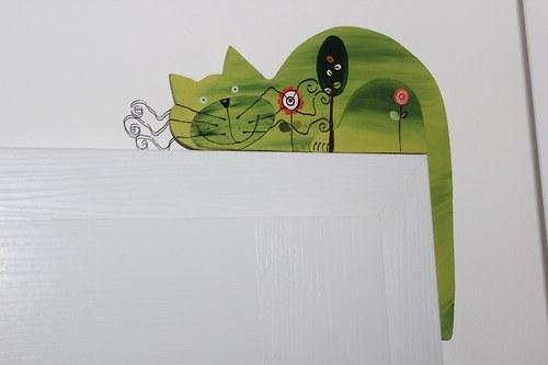 Dřevěná kočka Z ALEJE na dveře nebo polici