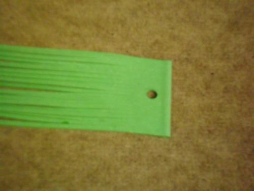 Balení zelených kožených řemínků po 20ks