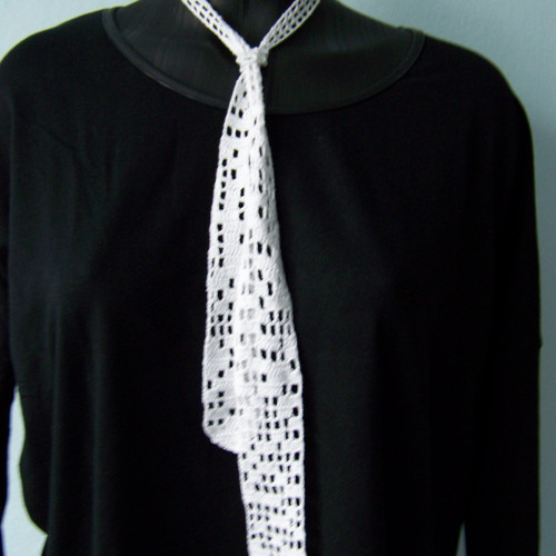Háčkovaná kravata.
