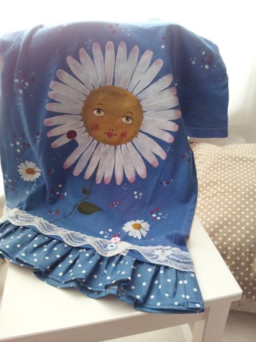Sedmikráska s beruškou v modrém