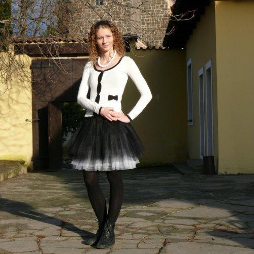 Černo-bílá tylová sukně