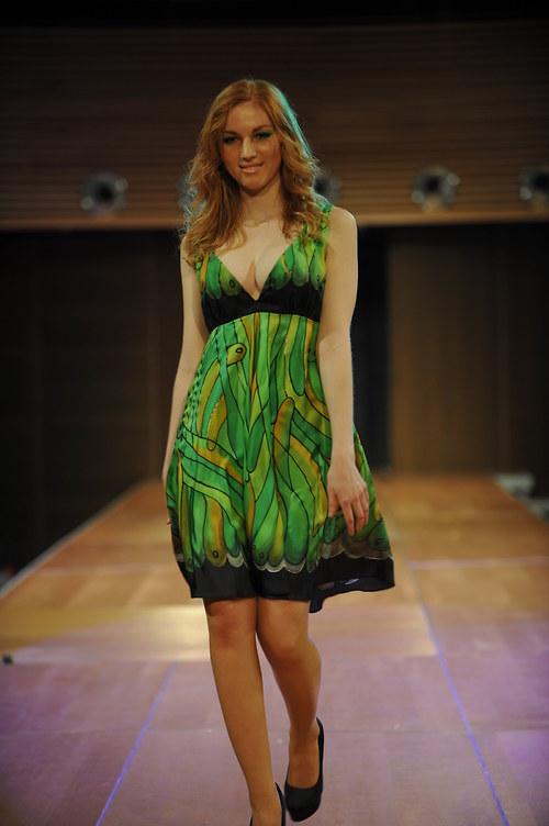 Zelené šaty -motýlí