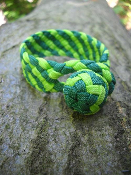 Náramek plochý - zelené pruhy