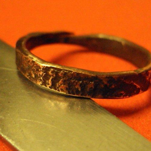 Zahryznutý čas-prsten měděný