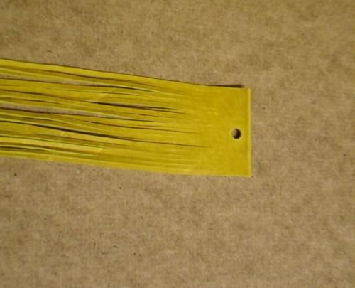 Balení žlutých kožených řemínků po 20ks