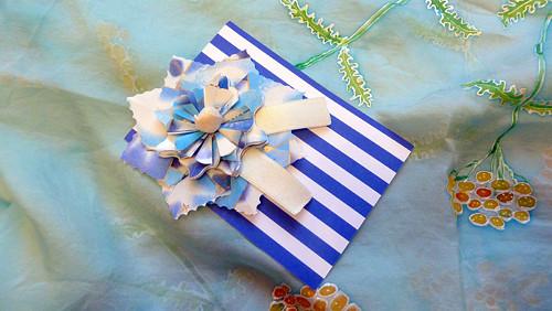 Kartička s modrobílým květem