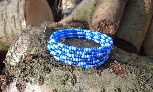 Dvě barvy modré