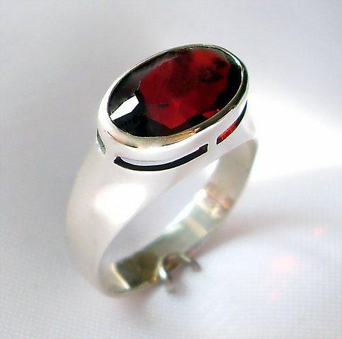 Prsten «Kvant» - stříbro 925, granát