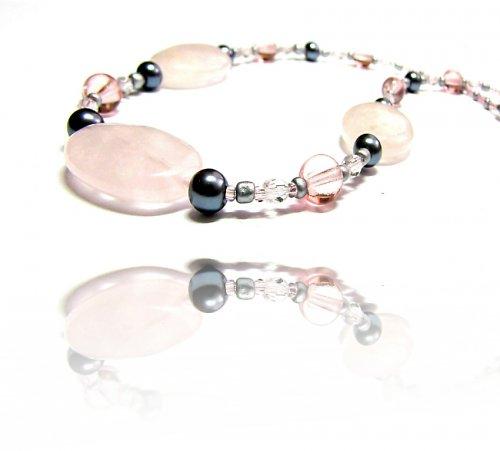 Růženinový náhrdelník
