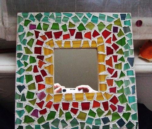 Duhové mozaikové zrcadlo