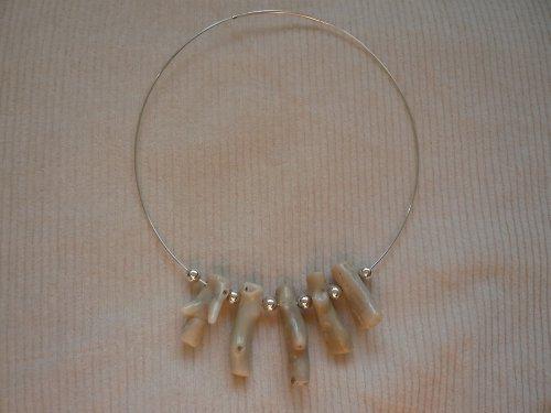Stříbrný náhrdelník s korálem Ag925/1000