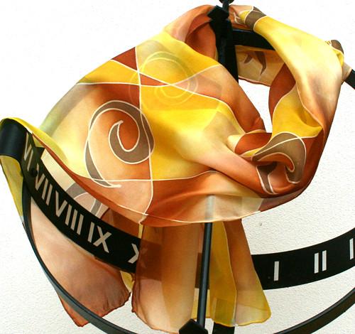 Hedvábná šála: Spirálky žluto-hnědé