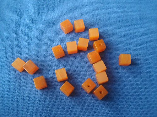 Kostička oranžová, pryskyřicová - 30 Ks