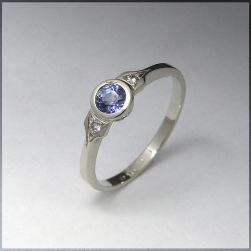 prsten, bílé zlato se safírem a brilianty