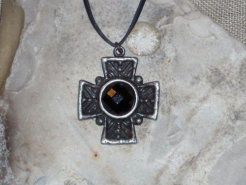 Přívěsek-Kříž s černou fazetou
