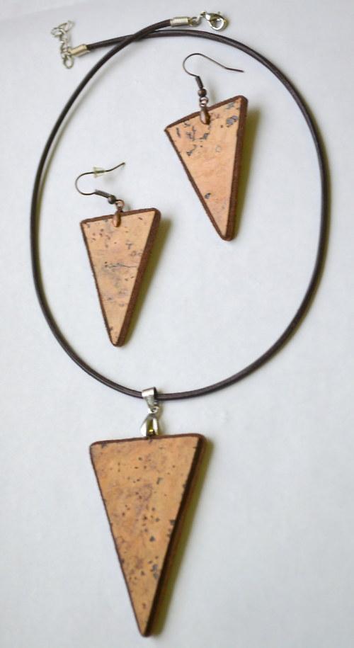 souprava náušnice+přívěsek z korku (trojúhelníky)