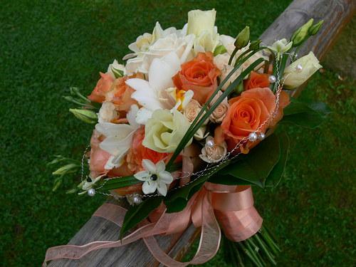 Oranžovo bílá - kulatá kytice