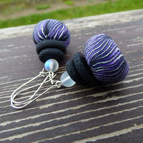 SLEVA Náušnice Purple & Black