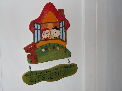 Dřevěná cedulka na dveře U BABIČKY A DĚDY