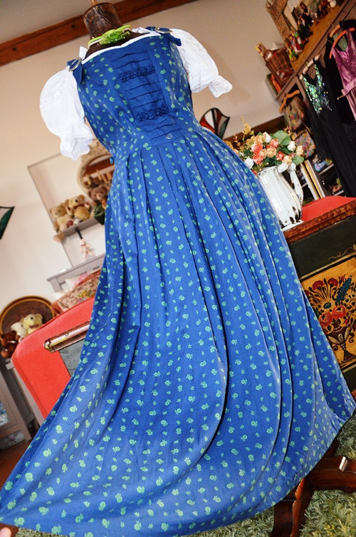 Dobové šaty něžné s kvítky