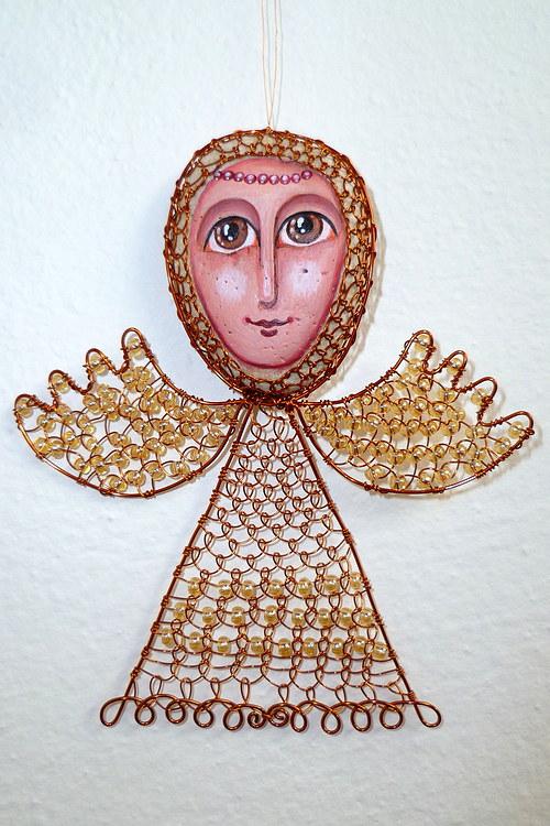 Anděl s bílými křídly