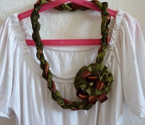 Olivivý náhrdelník