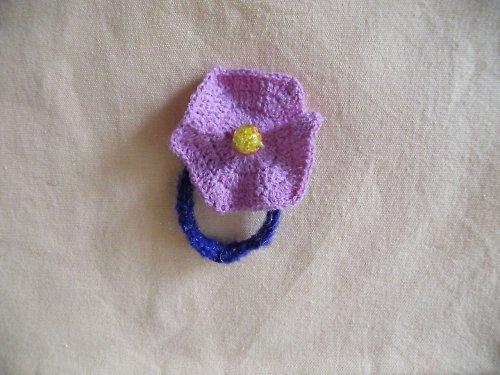 Fialový květ do vlasů