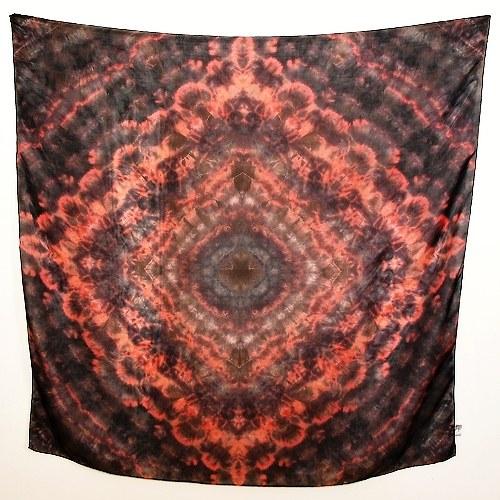 Červenočerný hedvábný šátek 110 x 110