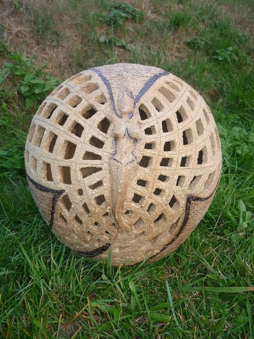 A zase ta koule do zahrady-30cm- vyřezávaná-motýl